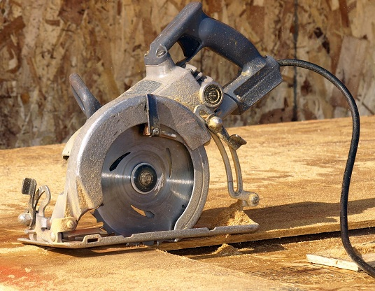 circular,saw,blade,teeth,shoulders,plate