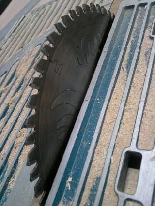 expansion,slots,laser-cut,circular,saw,blade,sawdust